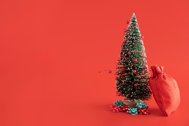 Arrangement with red sack and fir tree Premium Photo