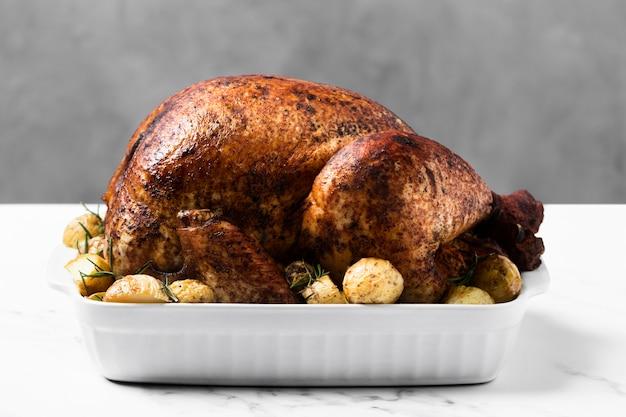 Arrangement with roasted turkey on tray Premium Photo