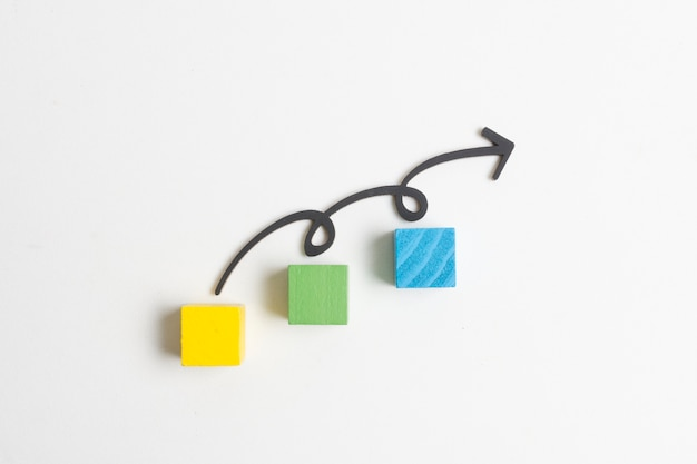 Arrow and steps on cubes Premium Photo