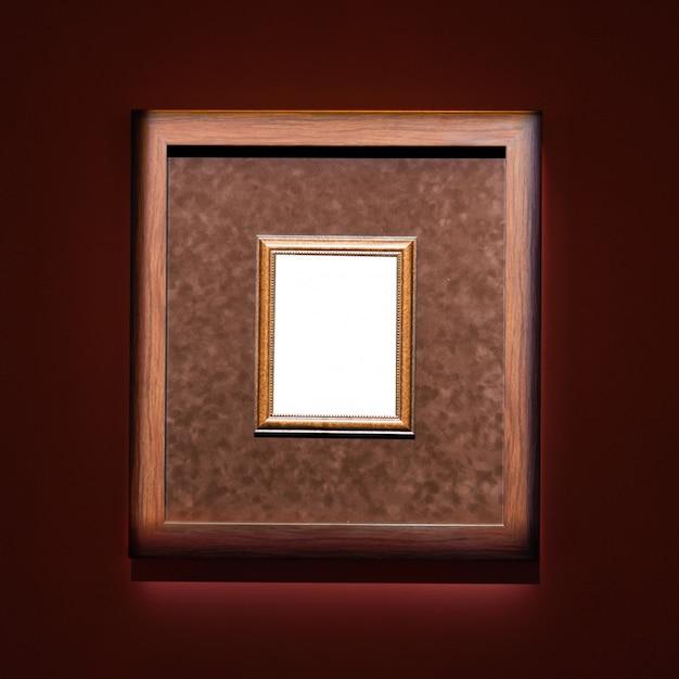 Художественный музей каркасная стена богато украшенная минималистичным дизайном. Premium Фотографии