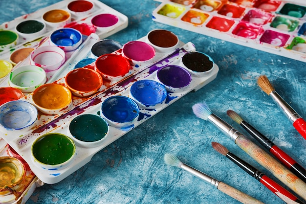 Art paints and brushes, accessories for the artist Premium Photo