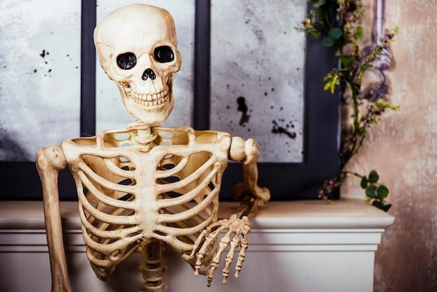 Artificial skeleton in posture Premium Photo