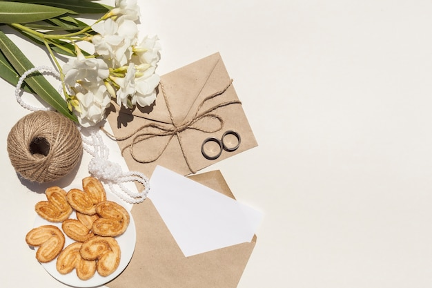 Artistic composition for wedding with copy space Free Photo