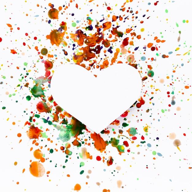 Художественная форма сердца с красочными пятнами краски Бесплатные Фотографии