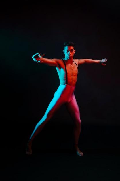Художественный мужчина в танце колготок Бесплатные Фотографии