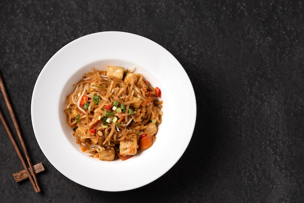 Asia noodle with vegetable food Premium Photo