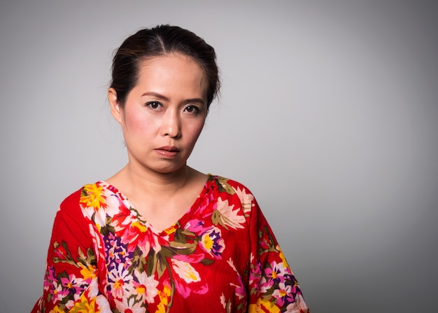 Asian adult woman straight face on white background. Premium Photo