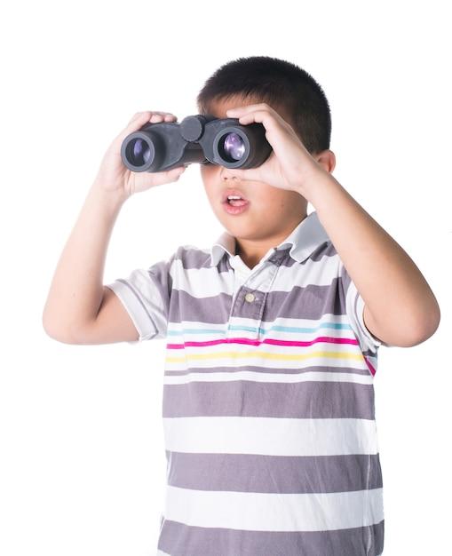 双眼で何かを探しているアジアの少年。 Premium写真
