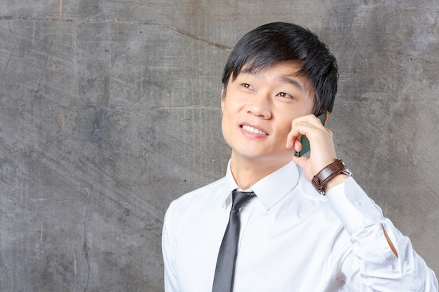 Asian business man talking on mobile cell phone Premium Photo