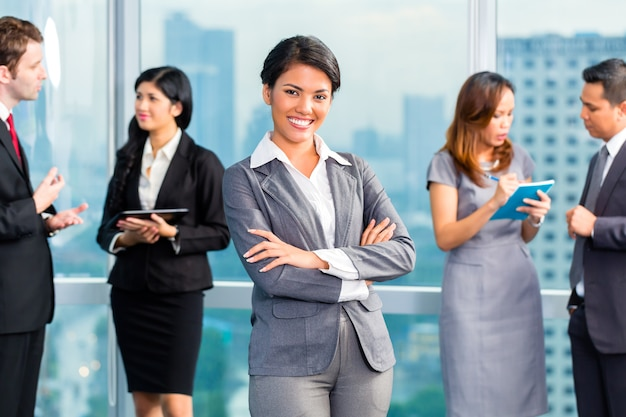Asian businesspeople having meeting in office Premium Photo