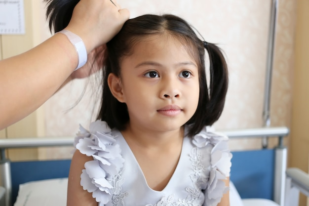 Premium Photo | Asian child girl is styling by mom of her hair to beautiful.