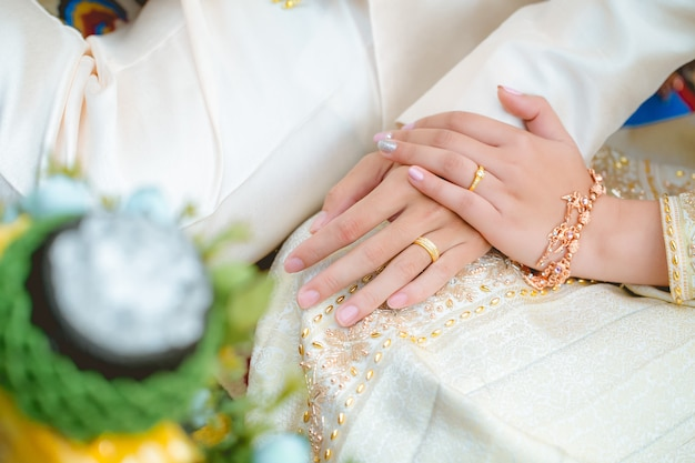 The asian couple holding hands together at the wedding day Premium Photo