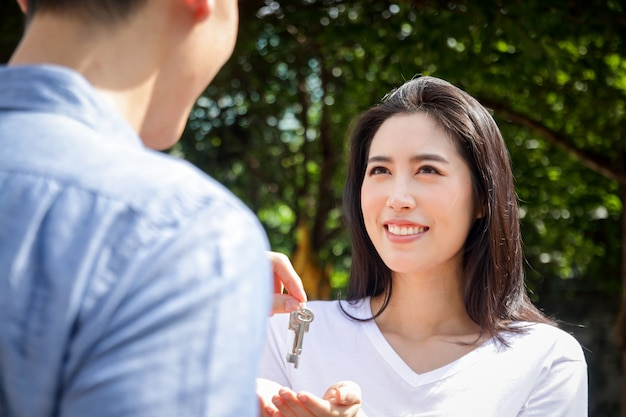 Asian couples buy houses to stay together. men give house keys to women. the concept of starting a happy family Premium Photo