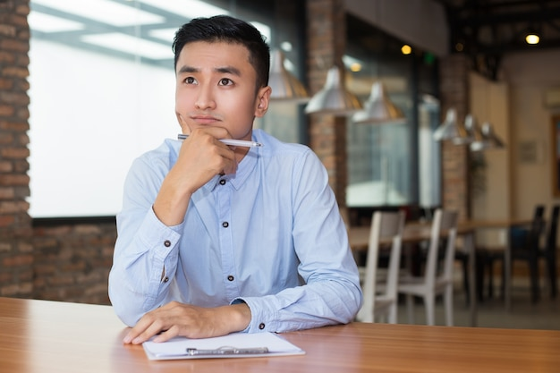 Asian entrepreneur thinking on project in cafe Free Photo