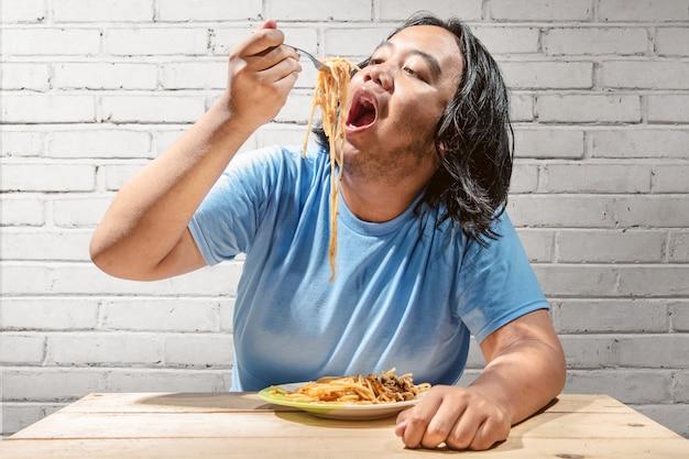 Asian fat man meal the fast food spaghetti Premium Photo