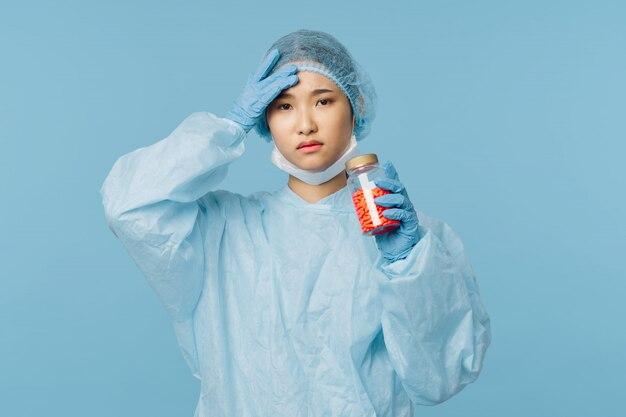 Азиатская женщина-врач грипп и вирус в китае, коронавирус 2019-нков Premium Фотографии