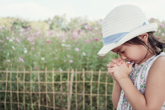 asian-girls-praying-tgp-young-pussy