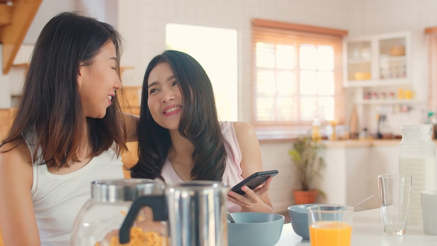 Asian lesbian lgbtq women couple have breakfast at home Free Photo