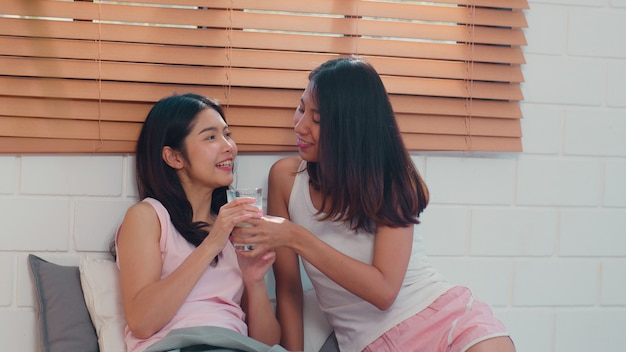 Asian lesbian lgbtq women couple have breakfast at home. Free Photo
