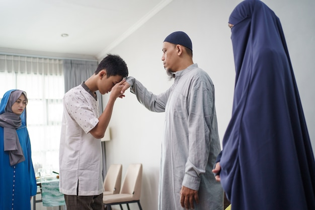 Asian muslim parent shake hand in idul fitri eid mubarak Premium Photo