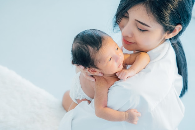 Asian newborn baby with mother | Premium Photo