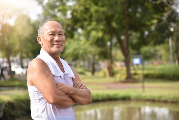 Asian senior male posing with arms crossed. Premium Photo