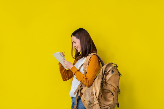 Asian students are using notebooks. Premium Photo