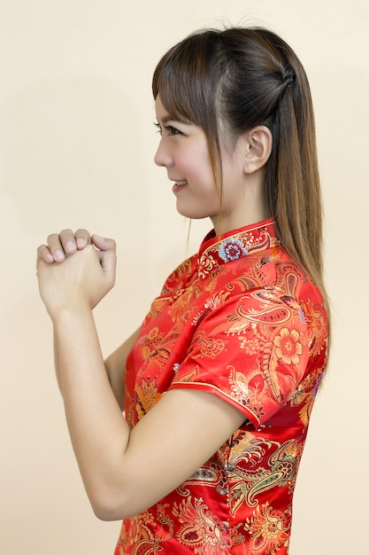 Asian woman greeting in traditional chinese or cheongsam photo asian woman greeting in traditional chinese or cheongsam premium photo m4hsunfo