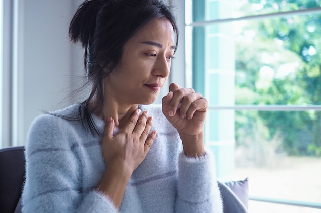 Asian woman has angina, high fever and chronic cough | Premium Photo