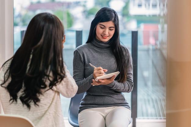 Asian woman professional psychologist doctor Premium Photo
