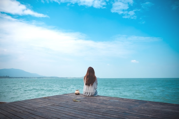 Asian woman sit by the sea Premium Photo