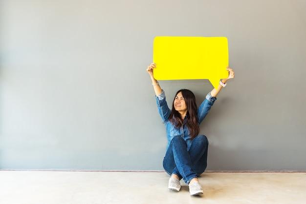 Asian woman survey assessment analysis feedback icon Premium Photo