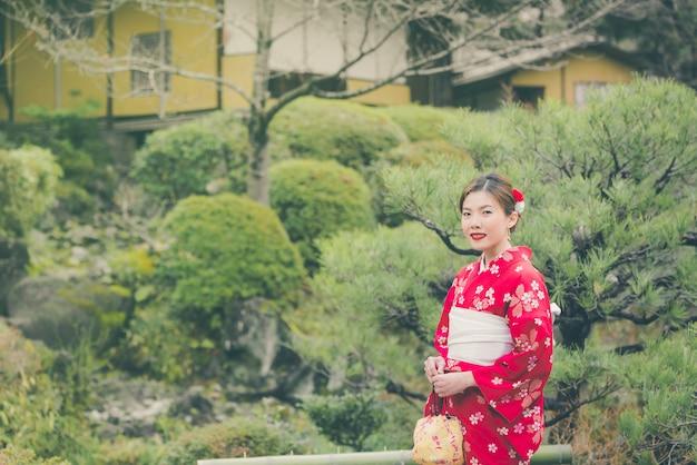 Asian woman wearing kimono in japan Premium Photo