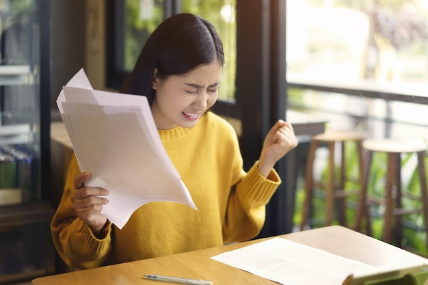 Asian woman with documents Premium Photo