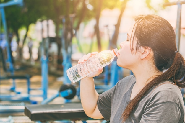 Premium Photo Asian Women Drinking Water In Hot Day Outdoor Exercise In The Park