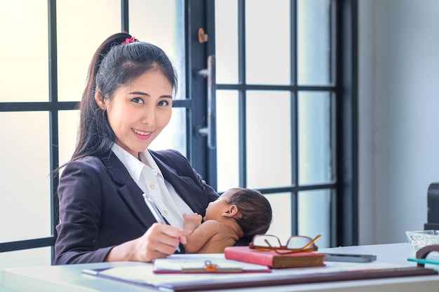 Asian women working in business and raising children at home Premium Photo