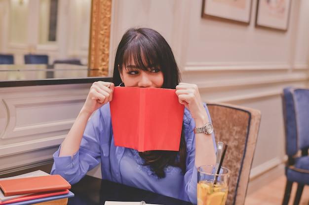 Asian women working in a restaurant Premium Photo