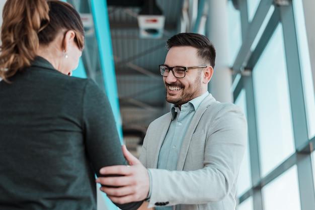Associates handshaking after striking deal. smiling businessman and businesswoman handshake. Premium Photo