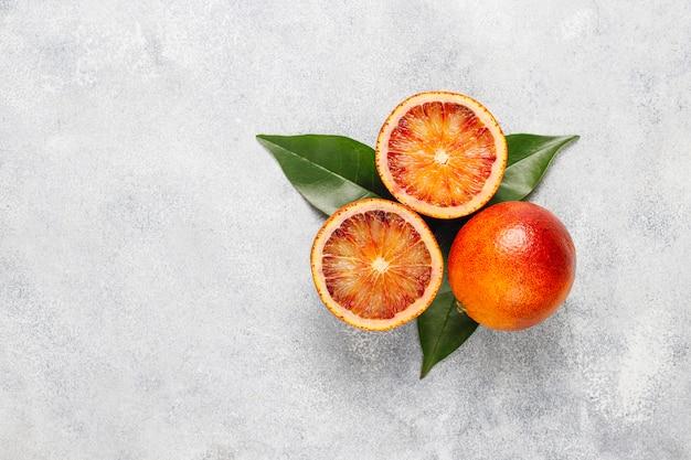 新鮮な柑橘系フルーツ、レモン、オレンジ、ライム、ブラッドオレンジ、新鮮でカラフルなトップビュー 無料写真