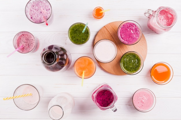 Assorted summer drinks on white background Free Photo