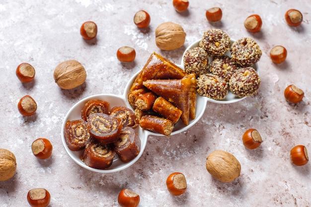 Delizia turca tradizionale assortita con le noci Foto Gratuite
