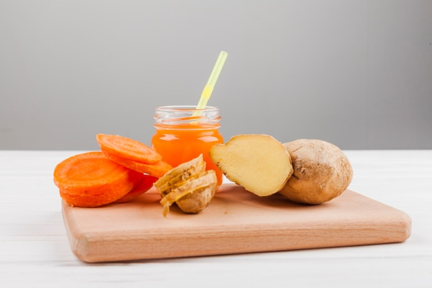 Assorted vegetable and juice Free Photo