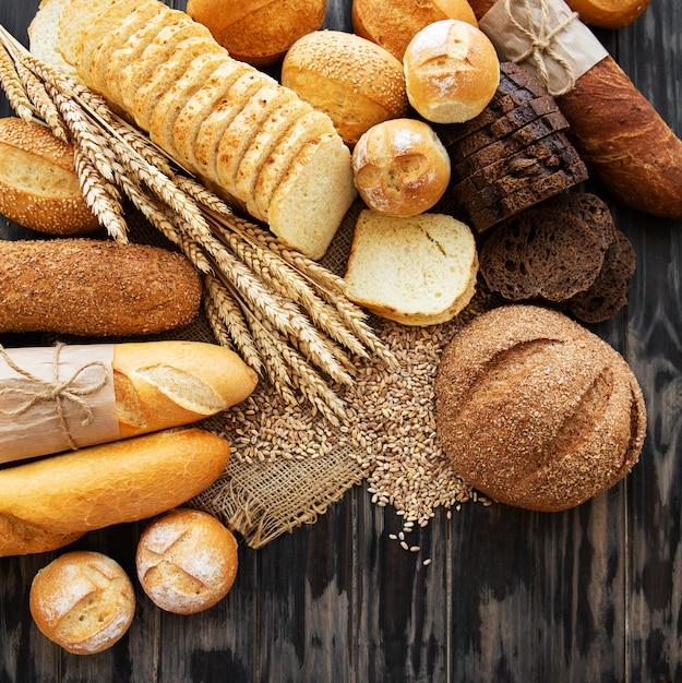 Assortment of baked bread Premium Photo