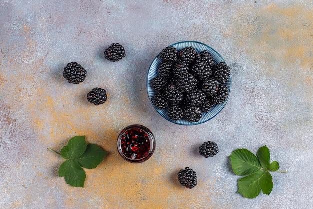 Assortimento di marmellate di frutti di bosco, vista dall'alto Foto Gratuite