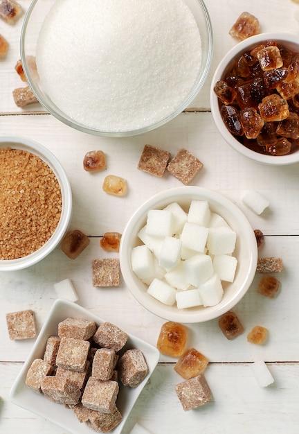 Assortimento di diversi tipi di zucchero Foto Gratuite