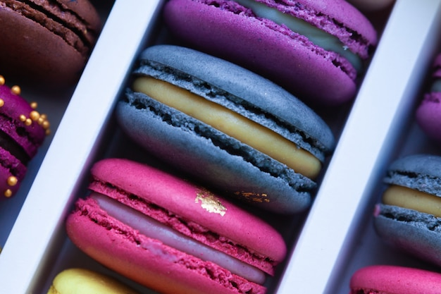 Assortment of multicolored macaroon different lie in the cardboard box Premium Photo