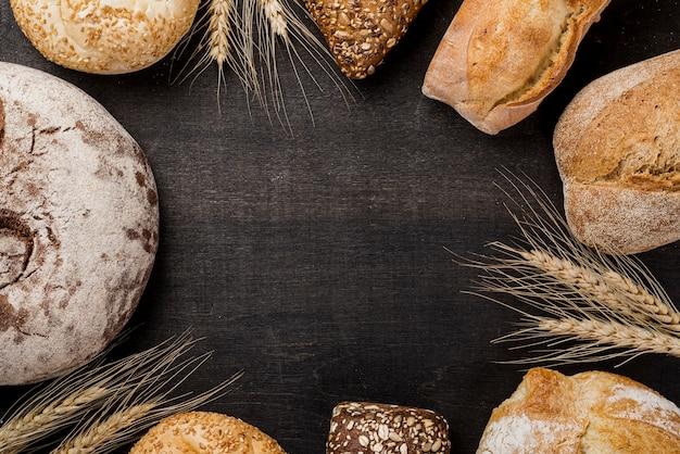 Ассортимент хлеба с копией пространства Premium Фотографии