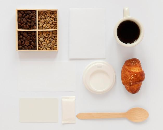 白い背景の上のコーヒーブランド要素の品揃え 無料写真