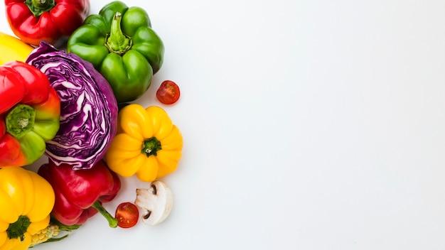 Ассортимент различных свежих овощей с копией пространства Premium Фотографии