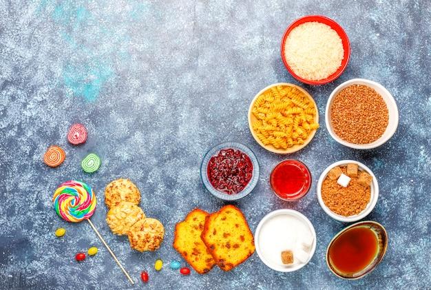 ライトテーブルの単純な炭水化物食品の品揃え 無料写真